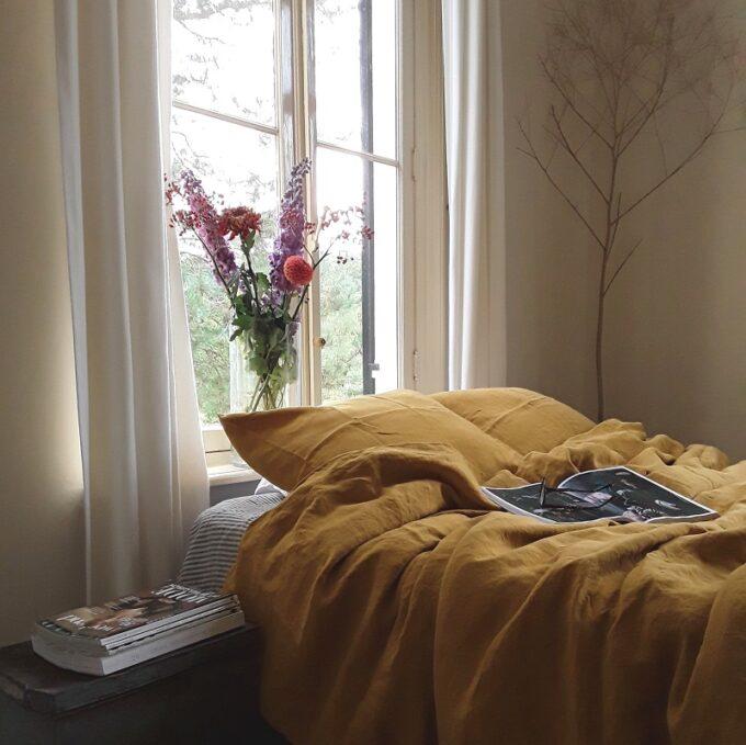 Okergeel linnen dekbedovertrek gemaakt van puur linnen, online te koop bij Casa Comodo