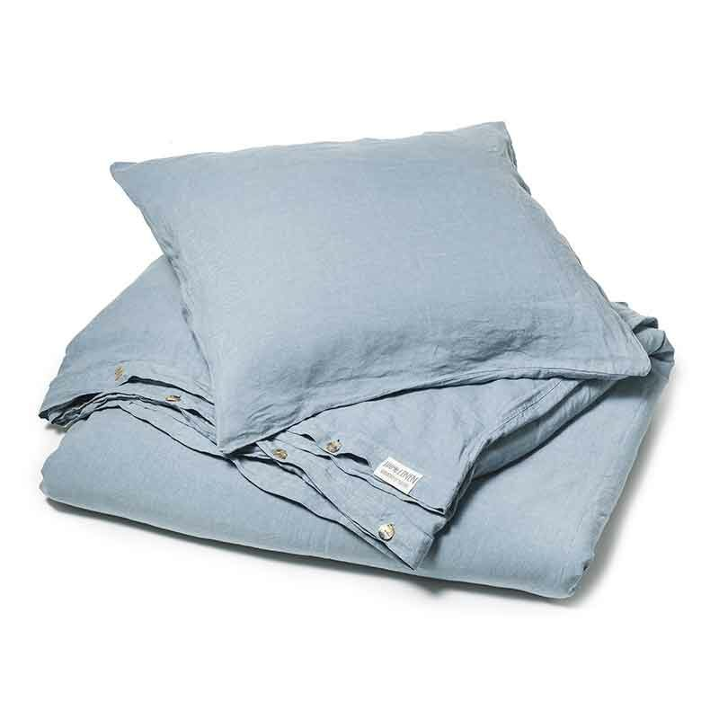 Dit is een blauw linnen dekbedovertrek, Morning Blue. Het is stonewashed linnen. online te koop bij Casa Comodo
