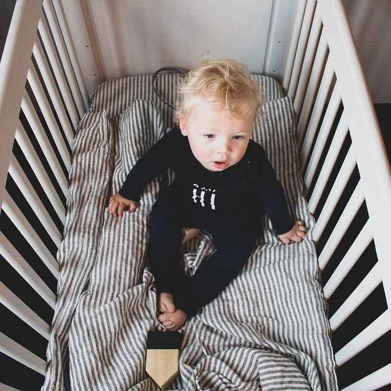 Gestreept kinderdekbedovertrek van linnen - Stripe Charcoal. formaat 100 x 135 cm. online te koop bij Casa Comodo