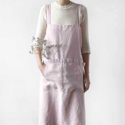 Roze linnen pinafore schort met steekzakken - Casa Comodo