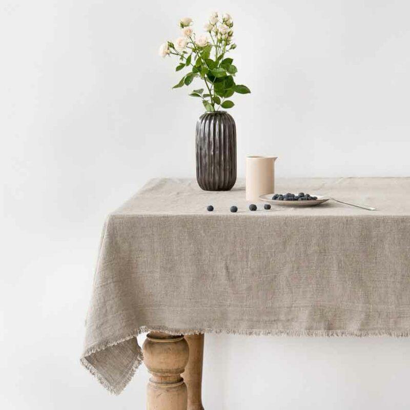 Zandkleurig linnen tafelkleed Vintage Naturel met kleine franjes - Casa Comodo
