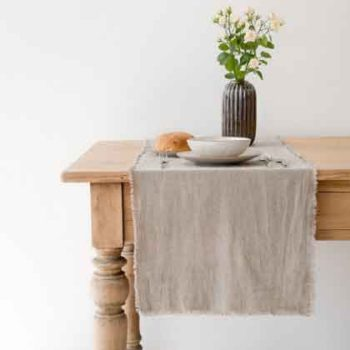 Linen table runners in various colors - Casa Comodo