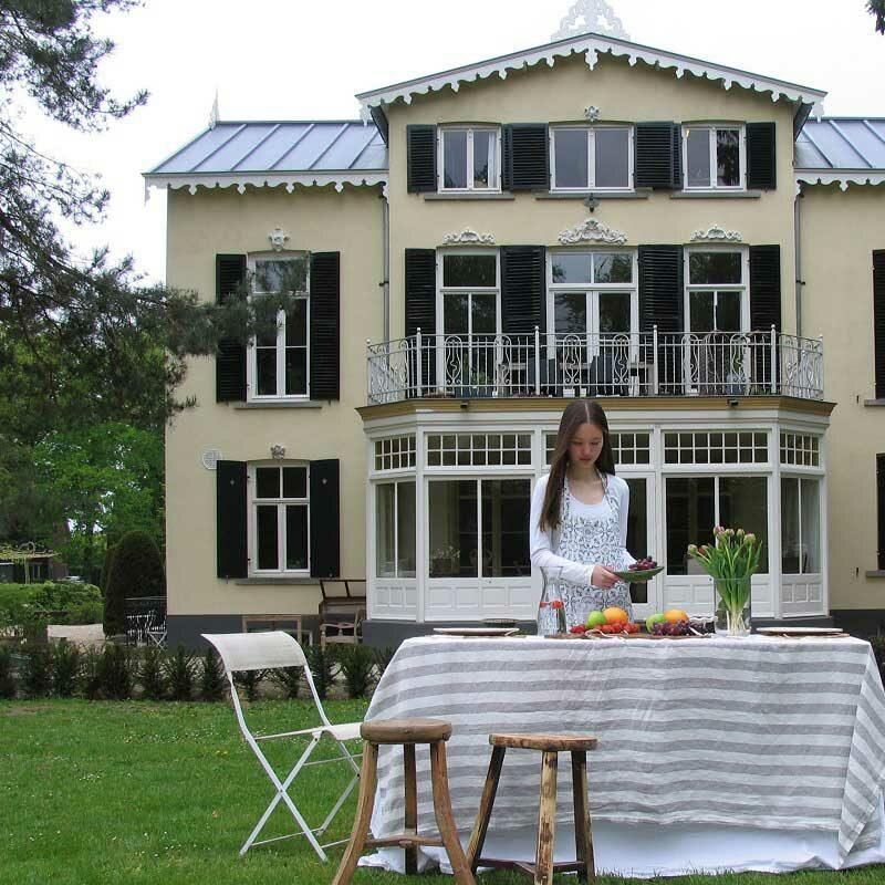 Linnen tafelkeed Dove Grey - gestreept grijs-wit, online shoppen bij Casa Comodo