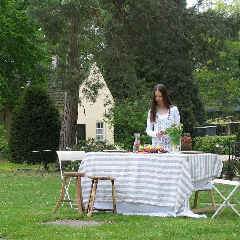 Linnen tafelkleed gestreept, lichtgrijs wit, merk Casa Homefashion, online te koop bij Casa Comodo