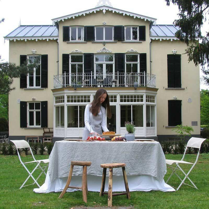Linnen tafeklkeed Stripe Charcoal, gestreept donkergrijs - wit, merk Casa Homefashion - online te koop bij Casa Comodo